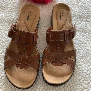 Clark's women's slip on sandals SZ 8 1/2